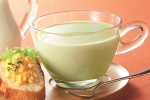 牛乳で作る冷たい枝豆のポタージュ